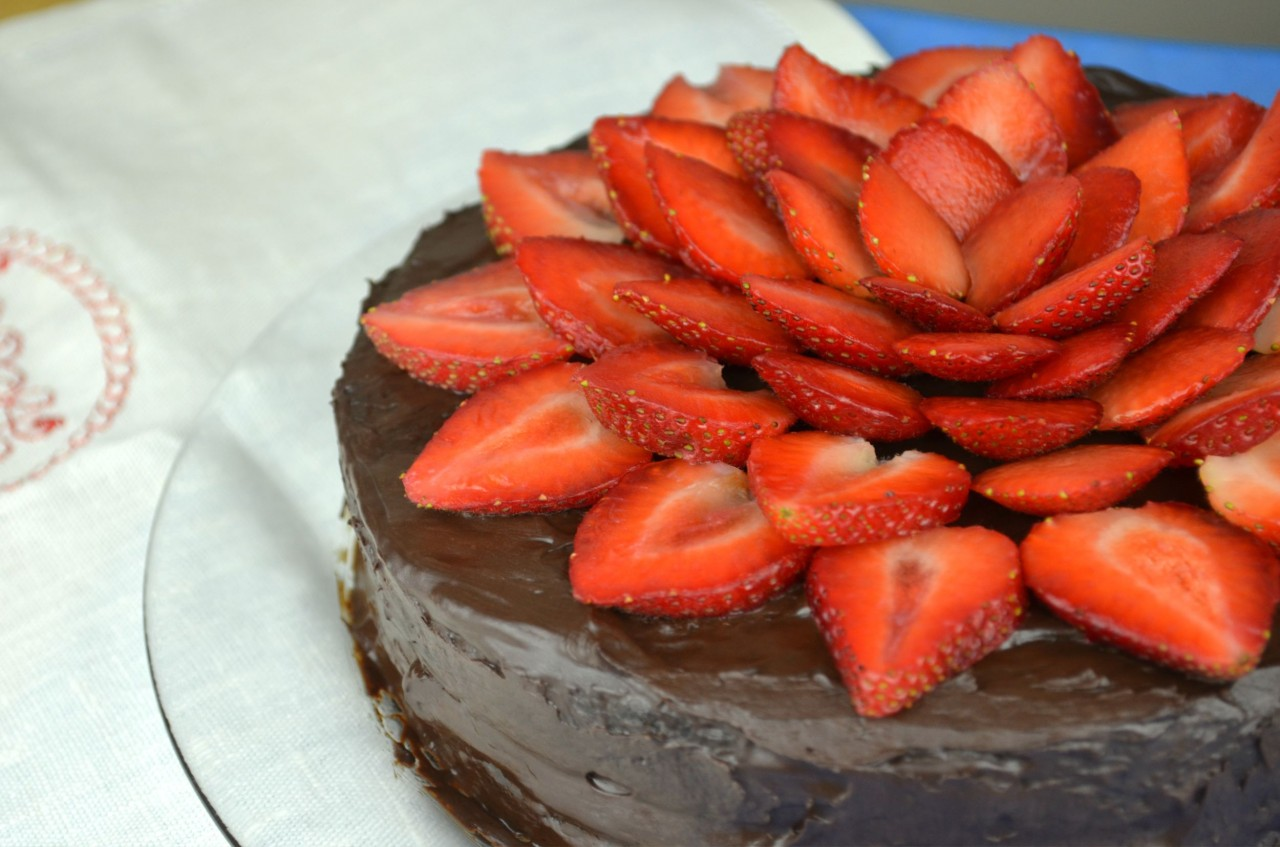 Healthy Vegan Flourless Chocolate Cake by Fablunch