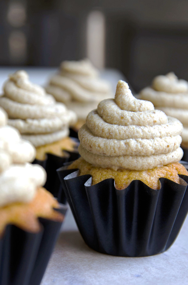 How to Make Healthy Cream Cheese Frosting - Fablunch