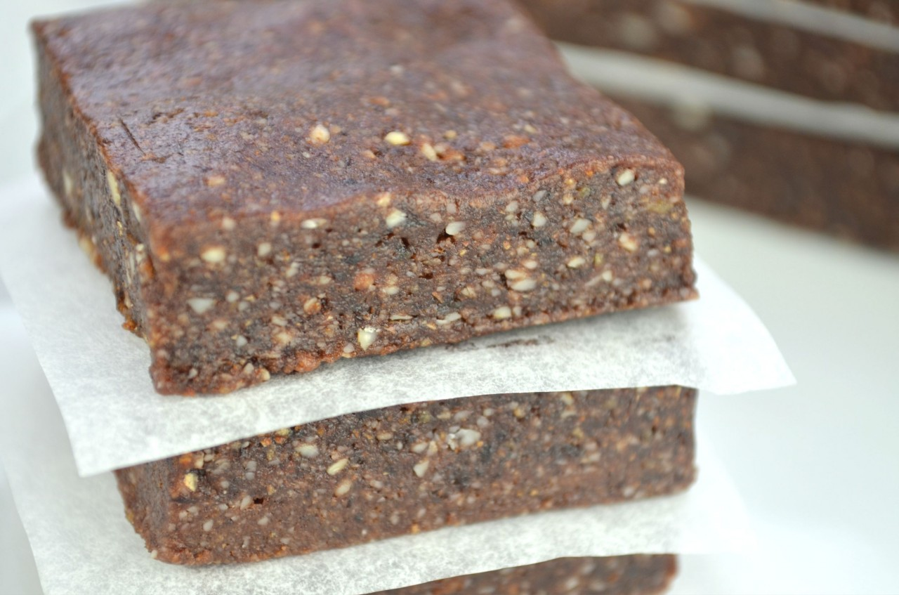Easy Homemade 3-Ingredient Energy Bars by Fablunch