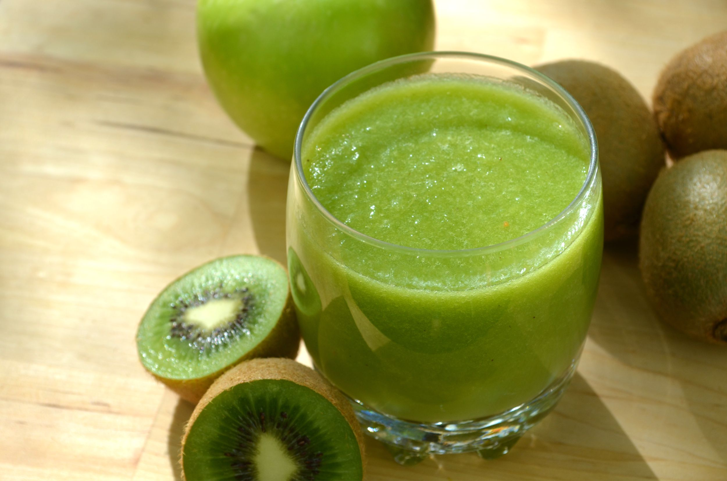 Jul 21, · Take a kiwi, peel it and extract the juice. 2.) Strain the juice to make sure there are no pulpy parts in it (unless you like pulp, of course). 3.) Pour the juice into a popsicle mold after putting a popsicle stick in the mold%(16).